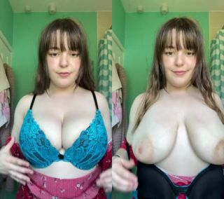 sexy lady showing herself nacked